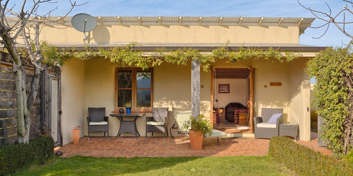 Straw Lodge Marlborough Accommodation suite